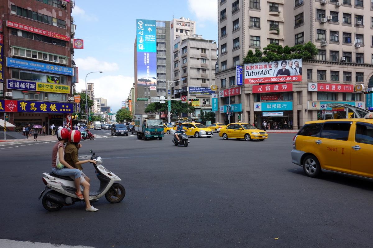 タクシー多い